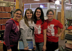 Penn State students volunteer at the APRL